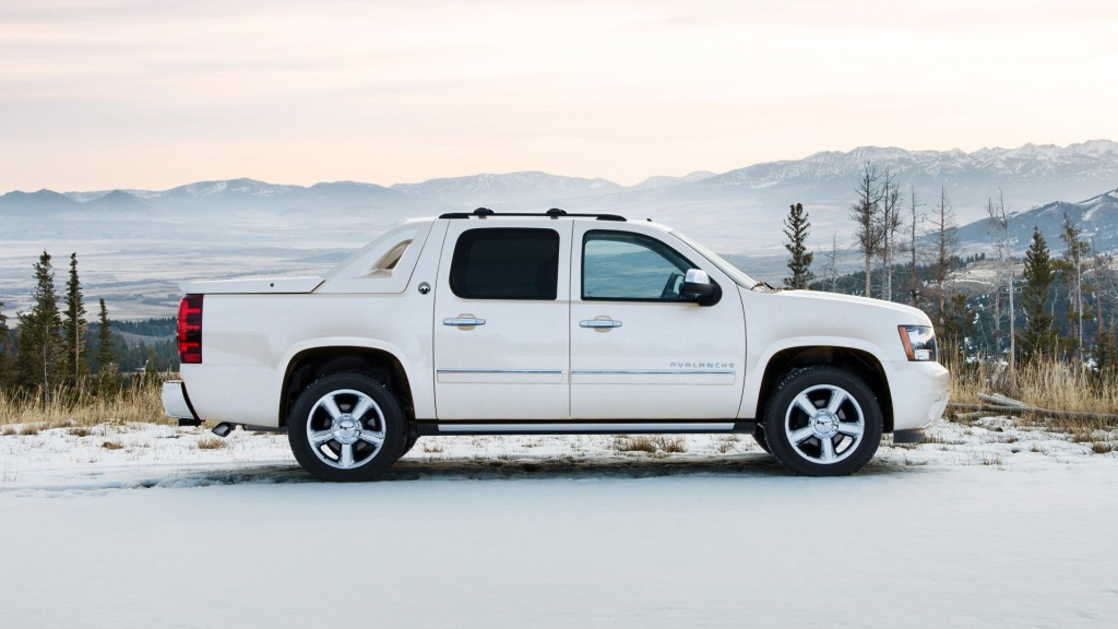 2013 chevrolet black diamond avalanche review. Black Bedroom Furniture Sets. Home Design Ideas
