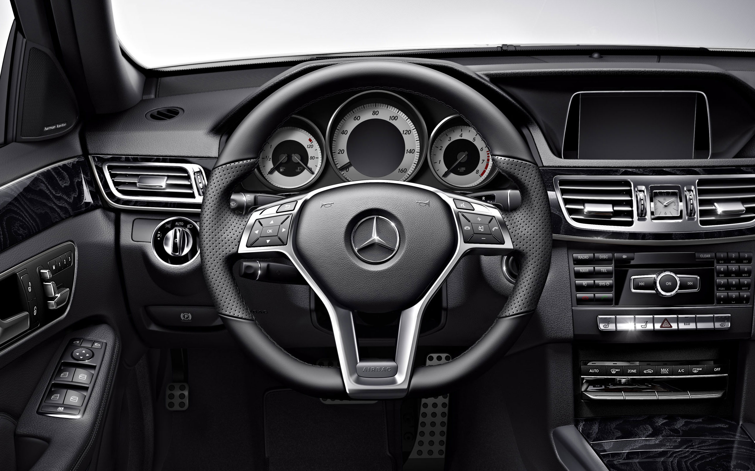 Mercedes Benz E400 Hybrid Sedan 11