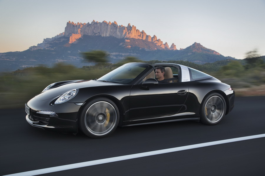 Porsche Showcases Latest 2014 911 Models at 2014 North American International Auto Show