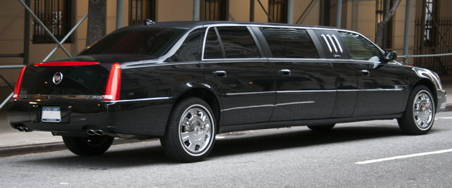 2010_DTS_stretch_limo_(Superior)
